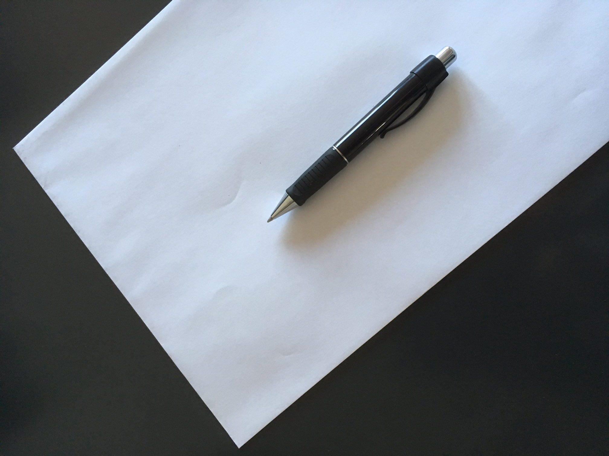Keine Angst for dem leeren Blatt Papier. Best-Practice-Anleitung zum Schreiben des Förderantrags findest Du in diesem Webinar.